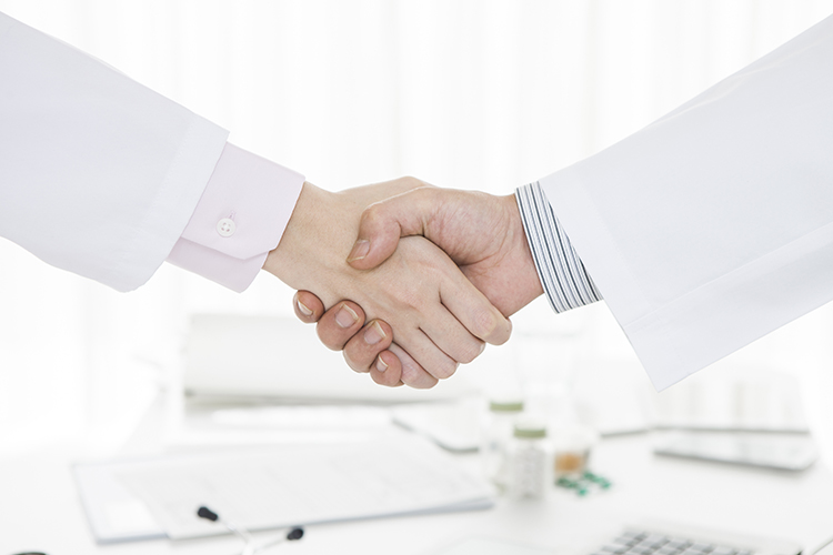 Should you become a chiropractic associate or a contractor?
